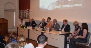 Pelegrini_ERES_debate-200x133.jpg