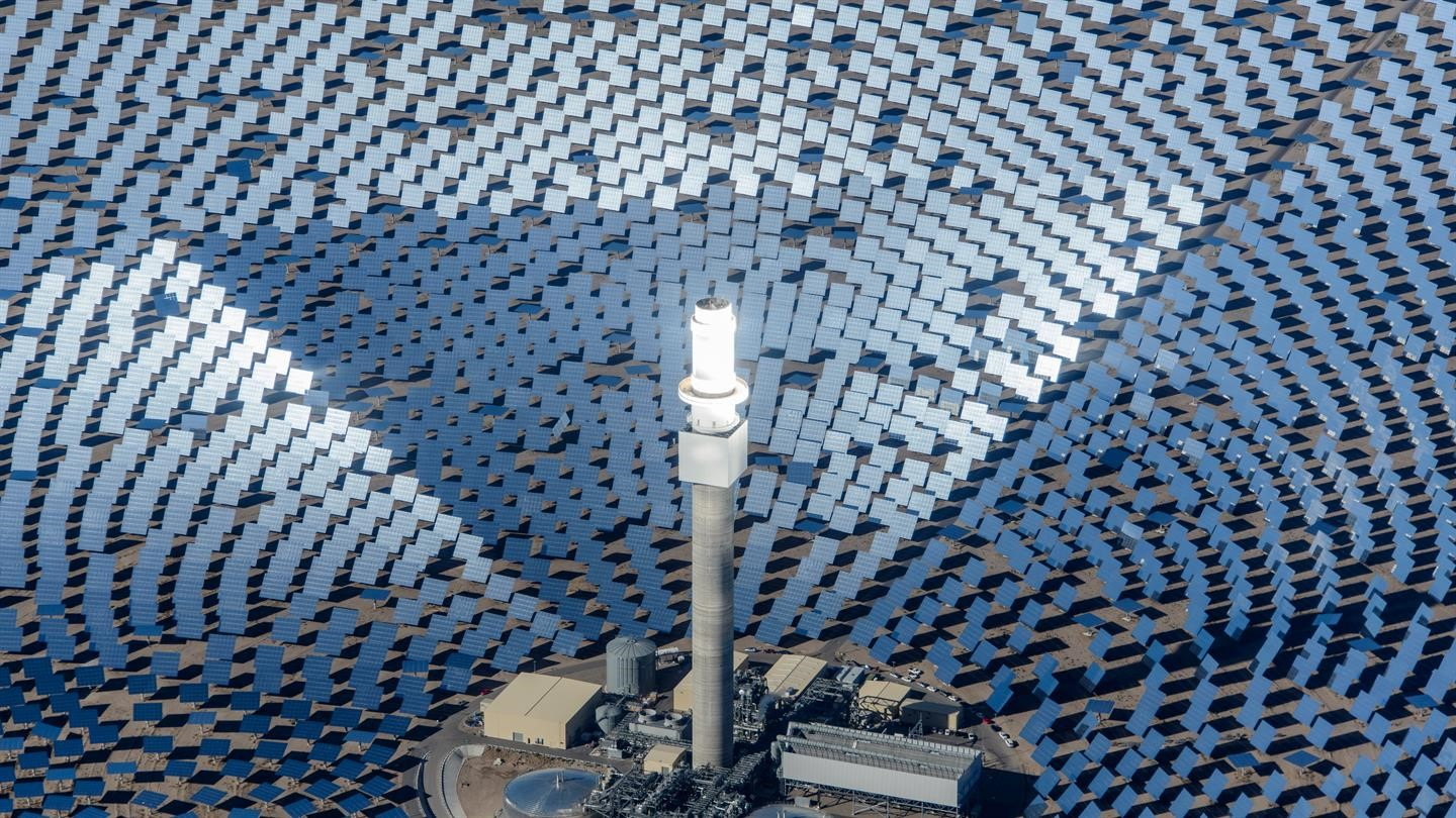 Figure 1: Concentrated solar thermal plant [2]