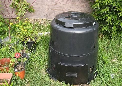 Figure 8: Commercial compost bin (Source: https://www.kauai.gov, Composting.)