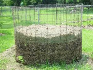 Figure 3: Stake fenced system (Source: www.webberenergyblog.wordpress.com, Example of an open compost bin.)
